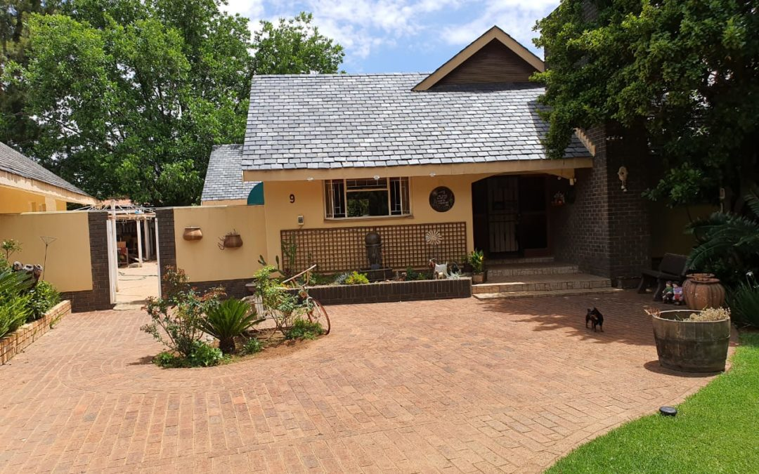 4 BEDROOM HOUSE WITH LOTS OF POTENTIAL IN PRIME AREA