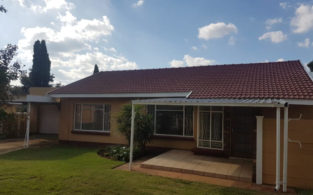 NEAR SPAR!! BEAUTIFUL 3 BEDROOM HOUSE WITH POOL.