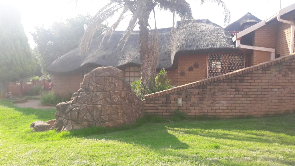 BEAUTIFUL 3 BEDROOM HOUSE WITH POOL AND NICE GARDEN AT REASONABLE PRICE. OFFERS WELCOME.