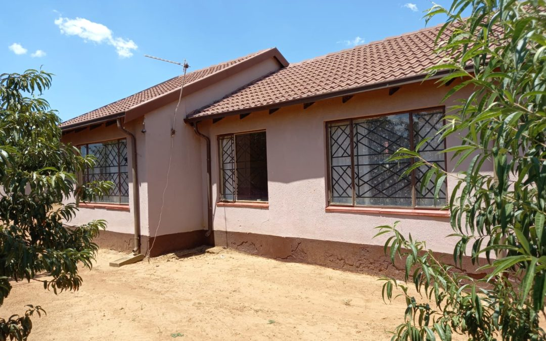 3 BEDROOM HOUSE WELL SITUATED IN MOST POPULAR PART OF JOUBERTON NEAR HOSPITAL, TAXIS, TOWER MALL & N12.