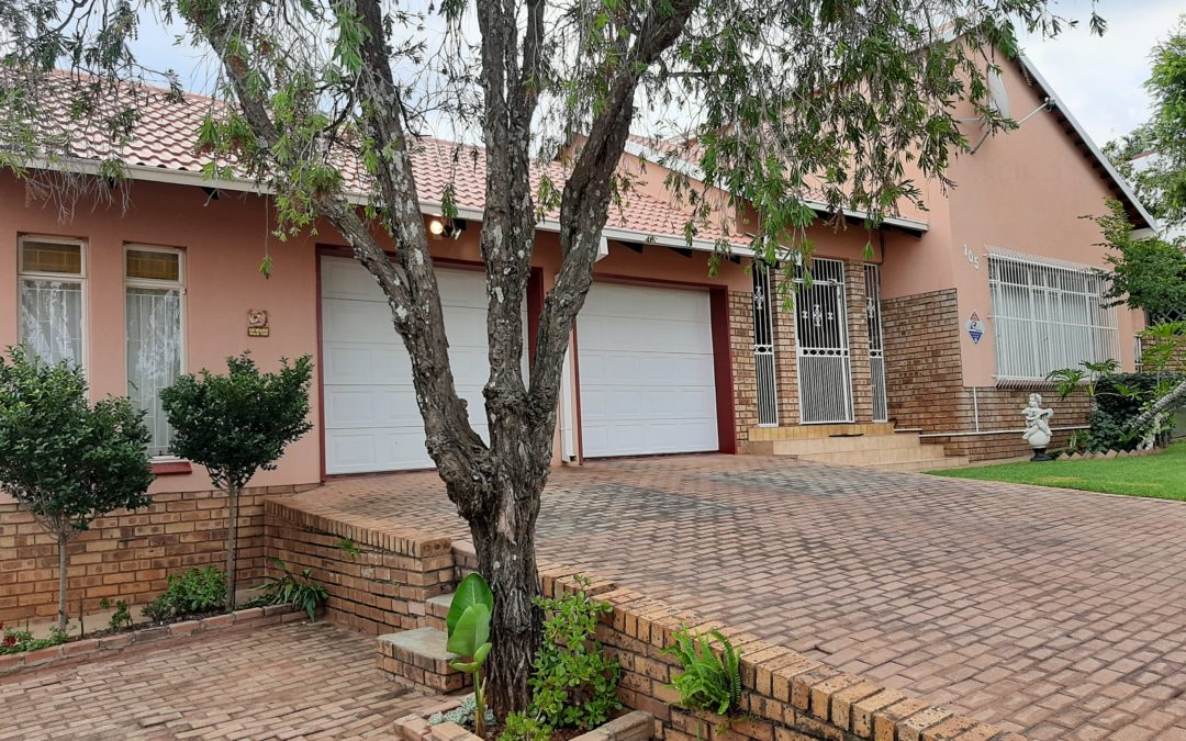 WELL MAINTAINED 4 BEDROOM HOUSE WITH LOTS TO OFFER!