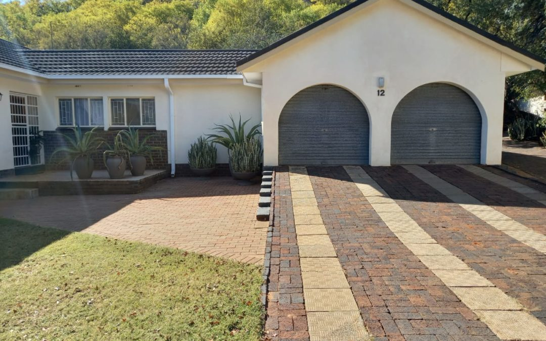 SOLID BUILT 4 BEDROOM HOUSE WITH MANY EXTRAS IN THE MOST POPULAR SUBURB OF KLERKSDORP.